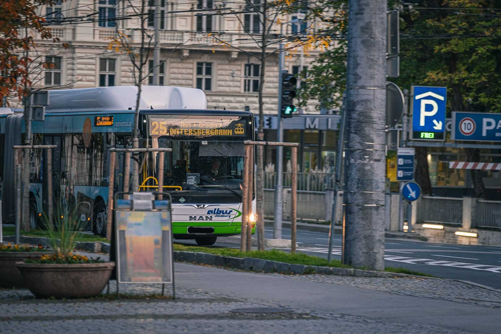 bus number 25 to Untersberg cable car starting at Mirabell square