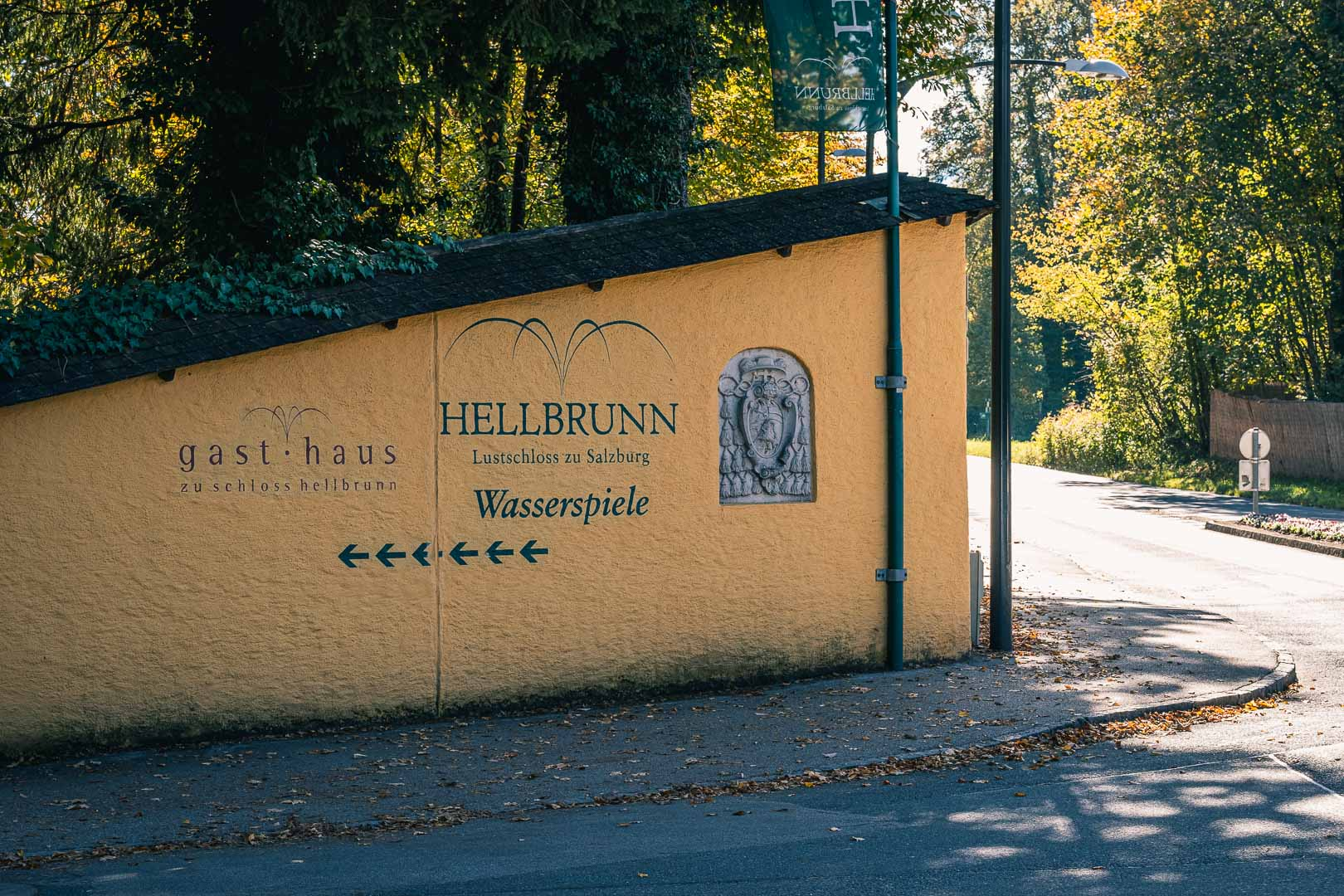 The way to Hellbrunn from the bus stop of number 25