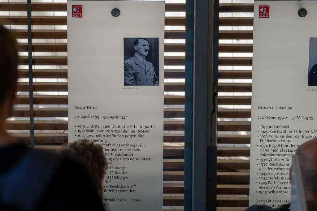 Hitlers Lebenslauf im Dokumentationscenter am Obersalzberg