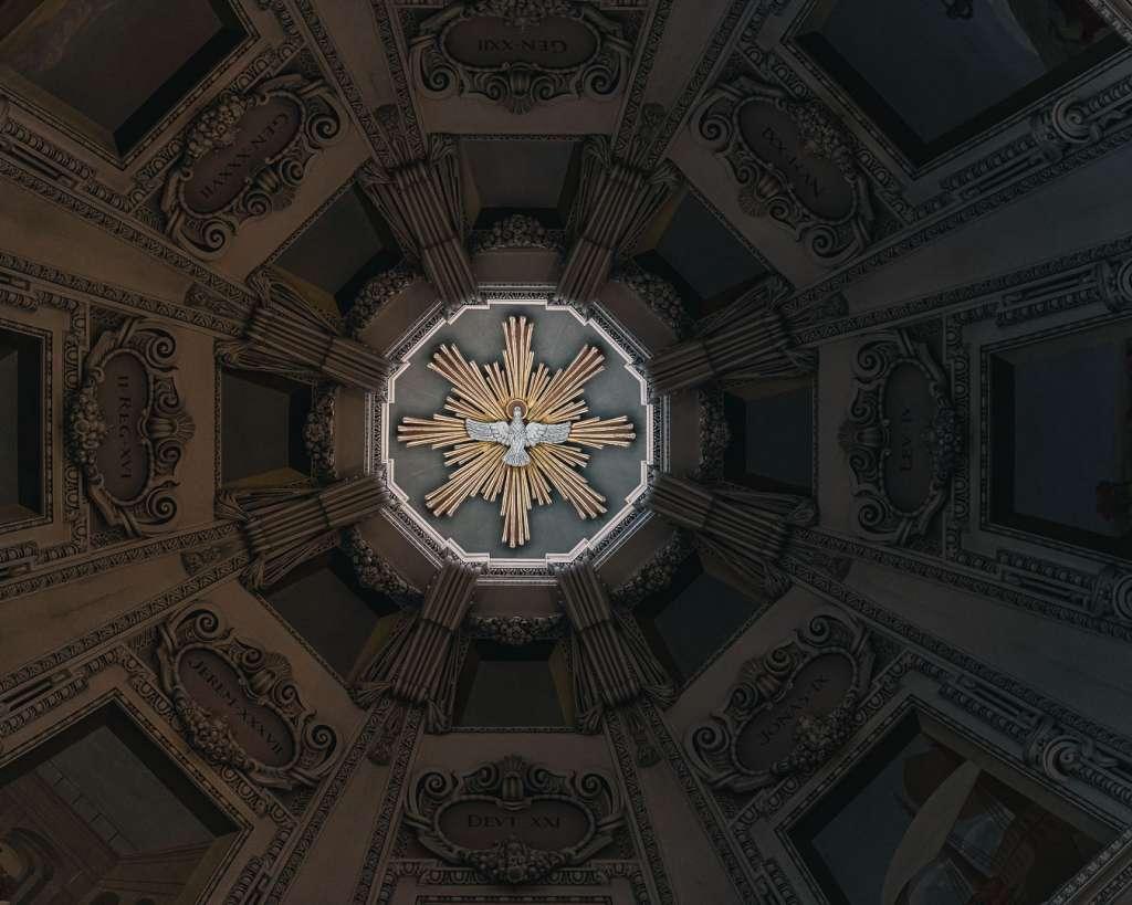 Heilige Geist Taube in der Kuppel des Salzburger Doms