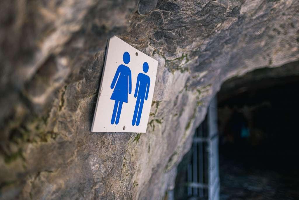 Toilette am Eingang der Eishöhlen