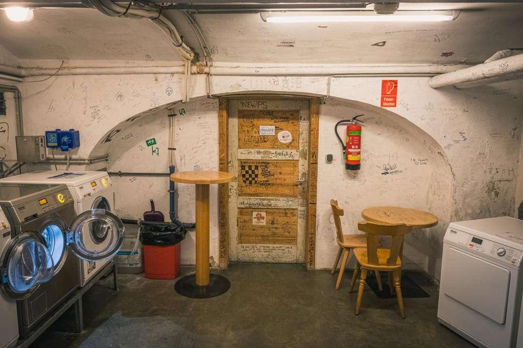 Der Waschraum in der Jugendherberge