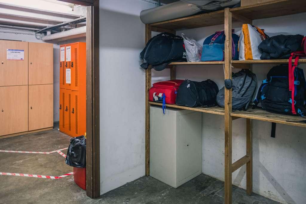 Der Gepäckraum in der Jugendherberge