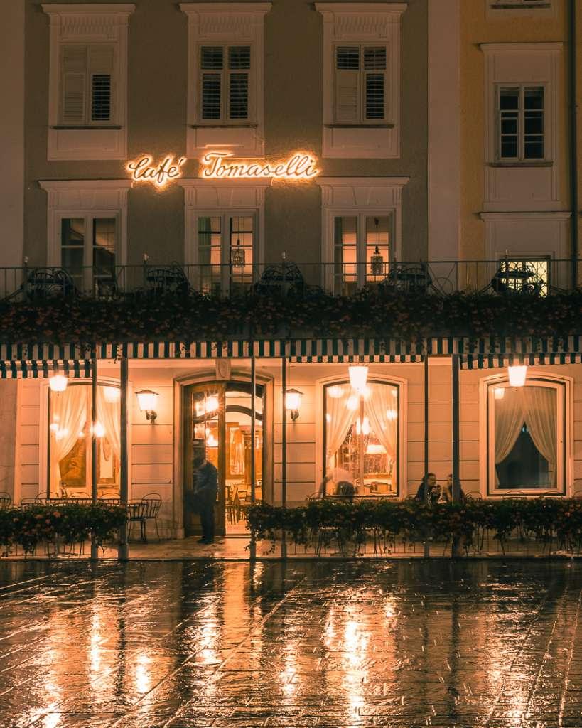 Cafe Tomaselli in der Nacht