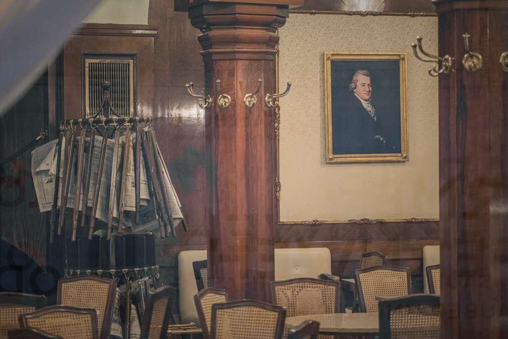 Inneneinrichtung vom Cafe Tomaselli, dem ältesten Cafe Salzburgs