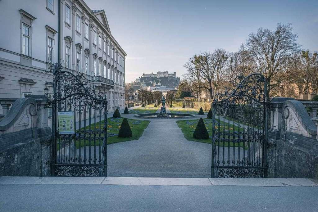 Die Do Re Mi Treppe und das Schloss Mirabell im Mirabell Garten
