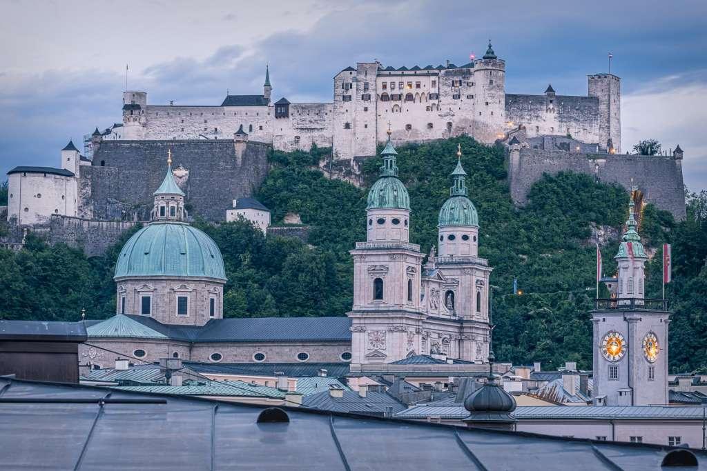 Die Festung Hohensalzburg über der Salzburger Altstadt