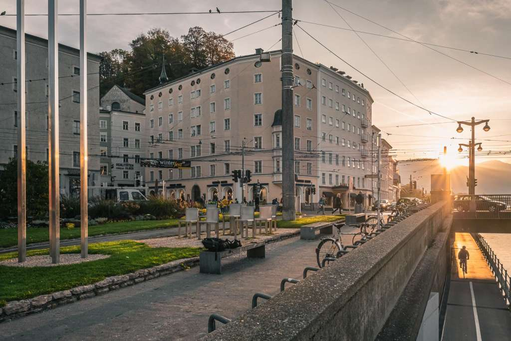 Meeting Point of the Free Walking Tour Salzburg next to Staatsbrücke