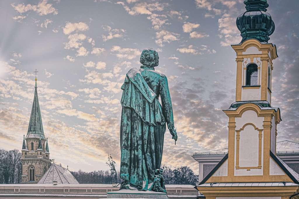 Mozartstatue on Mozartplatz Square in the old town of Salzburg