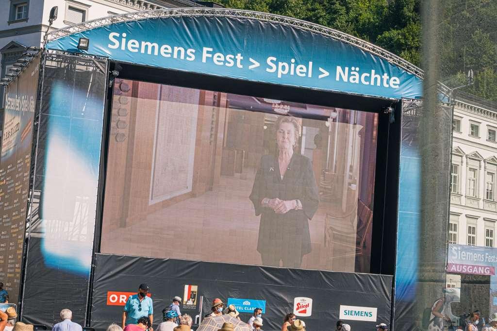 Siemens Festspielleinwand Helga Rabl Stadler